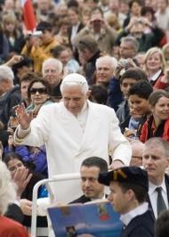 """Bento XVI ao UNIV: """"Serviço. Como gosto desta palavra!"""""""