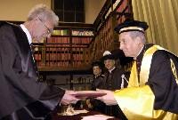 El Gran Canciller, mons. Javier Echevarría, y el  filósofo John M. Rist.