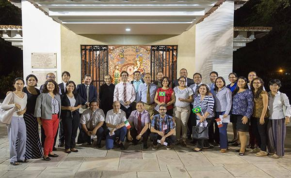 Estudiantes y trabajadores de la UDEP homenajearon a la Virgen