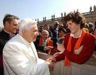 """""""Dienen"""", een van de lievelingswoorden van de heilige Jozefmaria: Benedictus XVI begroet deelnemers studentencongres UNIV"""