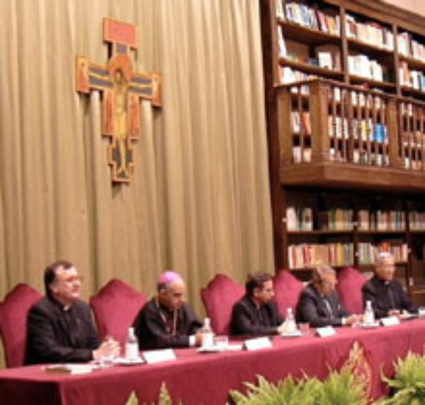 """Navarro-Valls: """"Juan Pablo II ha restablecido un sistema común de referencia"""""""