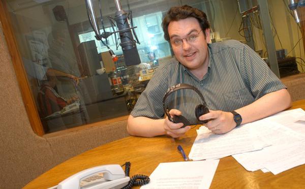 San Josemaría de libretista en una radio