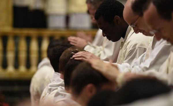 Wijding van 34 diakens van het Opus Dei