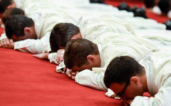 Opus Dei - Zaterdag 5 september: kardinaal Parolin wijdt 29 priesters van het Opus Dei