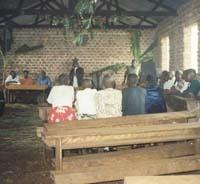 Esta escuela en Uganda podrá pavimentar las aulas y colocar puertas y ventanas.