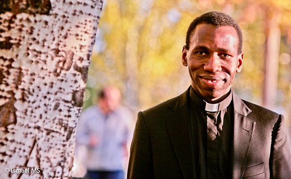 Pot face parte din Opus Dei preoţii seculari?